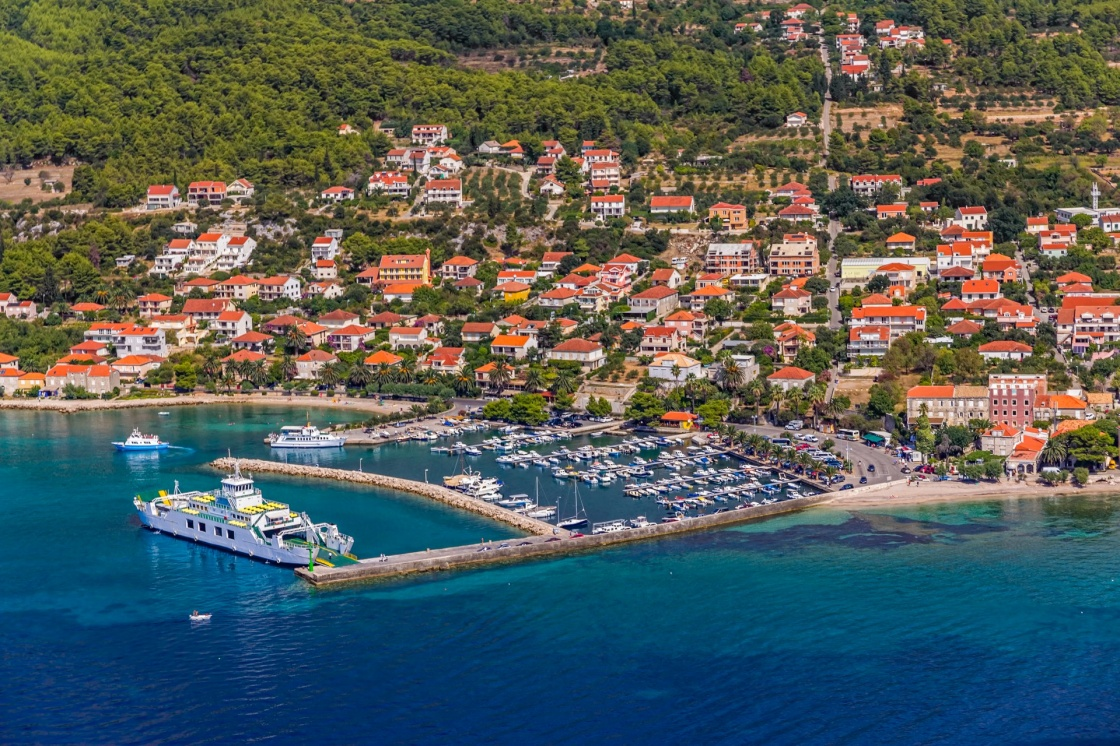'Helicopter aerial shoot of tourist destination Orebic on Peljesac peninsula, Croatia' - Dubrownik